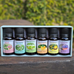 With assorted pure and natural aromatherapy oils, this Freshly Fragrance Pure Aroma Oil Set is the ideal all-round package that contains a unique soothing formula that helps relieve symptoms of anxiety, depression and tension as well as promotes sleep and relaxation. It also includes healing properties known to boost hair, skin, nails and so much more. Add a few drops in a diffuser, oil burner or your bath for a heavenly aroma. Alternatively, use a carrier oil for that much-needed massage. Packaging in amber brown bottles help keep the oils fresh and prevent light degradation.